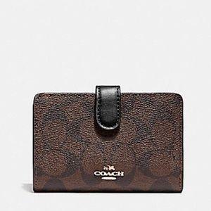 New💃Coach Signature Medium Corner Zip Wallet